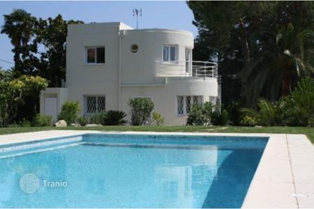 Luxury 3 bedroom houses for sale in Antibes. Villa – Antibes, Côte d'Azur (French Riviera), France