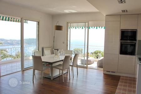 2 bedroom apartments for sale in Villefranche-sur-Mer. Bright apartment with terrace and panoramic view in Villefranche-sur-Mer, Côte d'Azur, France