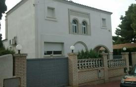Foreclosed 4 bedroom houses for sale in Spain. Villa – Tarragona, Catalonia, Spain