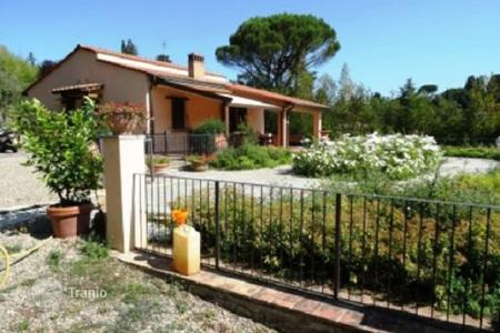 2 bedroom houses for sale in Florence. Renovated villa with a swimming pool and a garden, Florence, Italy