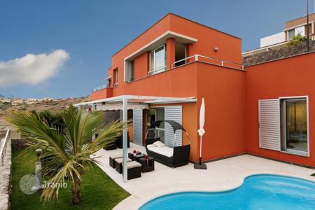 Houses for sale in Las Palmas de Gran Canaria. Luxury villa in Salobre Golf