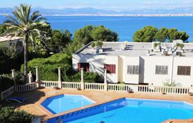 Coastal houses for sale in Majorca (Mallorca). Villa – Majorca (Mallorca), Balearic Islands, Spain