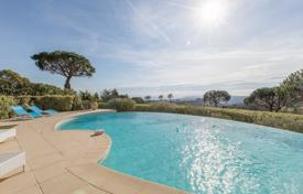 4 bedroom houses for sale in Côte d'Azur (French Riviera). Magnificent modern villa in a prestigious domaine — Vaugrenier