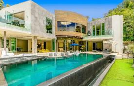 Luxury and contemporary 6 bedroom flat in Bel Air, Los Angeles, California. Price on request