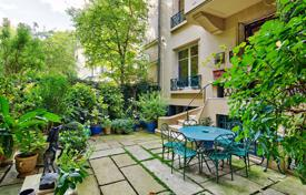 Luxury 4 bedroom apartments for sale in Paris. Paris 6th District – An exceptional property with a garden