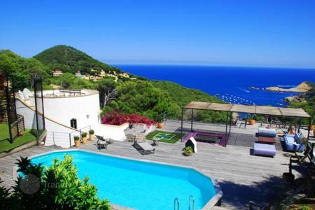 Luxury houses with pools for sale in Costa Brava. Villa with magnificent views in Aiguafreda, Begur