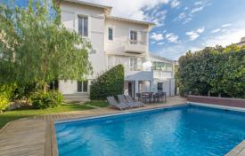 Residential for sale in Cimiez. Three-storey villa with a pool, a garden and a playground, Cimie, Nice, France