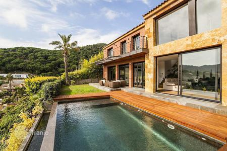 3 bedroom houses for sale in Costa del Maresme. Spacious house with a swimming pool, Cabrils