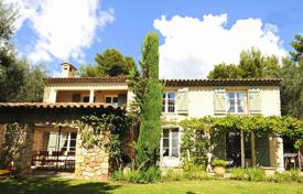 Luxury houses for sale in Opio. Cannes Backcountry — Provencal property