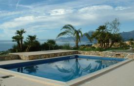 Luxury houses with pools for sale in Liguria. Bordighera Villa Sea View For Sale