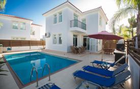 3 bedroom villas and houses to rent in Cyprus. This modern villa is located in the centre of Protaras and is just a 5 minute walk to Protaras strip and Fig Tree Bay Beach