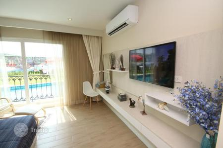 Apartments to rent in Thailand. Studio in a residential complex with children 's playgrouns and a jacuzzi, at 400 meters from the sea, in Jomtien disrict, Pattaya, Thailand
