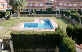 Townhouses for sale in Costa Dorada. Renovated town house with a private garden, a terrace and a garage, Cambrils, Spain
