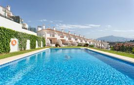 Townhouses for sale in Costa del Sol. Town House for sale in El Paraiso, Estepona