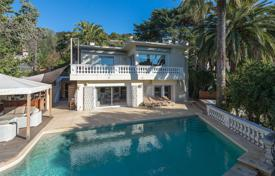 Residential for sale in Le Cannet. Le Cannet — Traditional villa with sea view