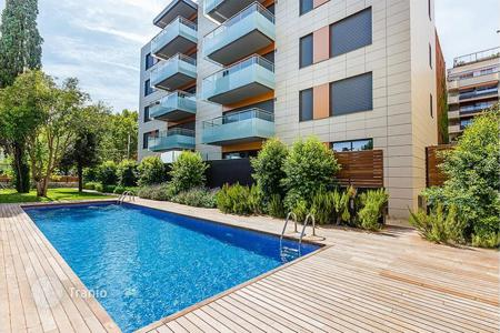 Luxury apartments with pools for sale in Barcelona. New home – Barcelona, Catalonia, Spain