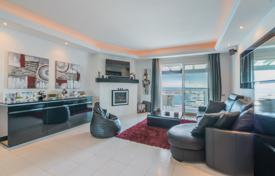 Stylish apartment on the first line of the sea in Puerto Banus, Andalusia, Spain for 725,000 €