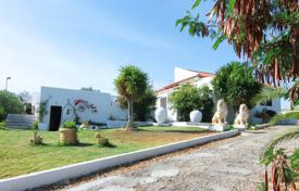 2 bedroom houses for sale in Portugal. Delightful 3 bedroom Villa with coastal views, 2 guest cottages on large plot, Moncarapacho