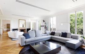 4 bedroom apartments for sale in Paris. Paris 17th District – A magnificent near 350 m² apartment enjoying open views