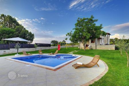 Houses with pools by the sea for sale in Croatia. Townhome – Kanfanar, Istria County, Croatia