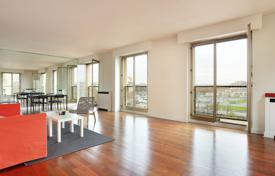 3 bedroom apartments for sale in Ile-de-France. Paris 7th District – Enjoying a picture-postcard view