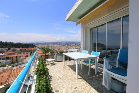 2 bedroom apartments for sale in Nice. Apartment with spacious terrace and amazing view of the sea, the port, the castle in Nice, Cote d`Azur, France