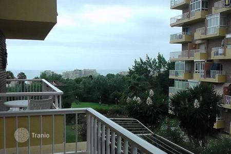 Cheap 1 bedroom apartments for sale in Costa del Sol. An apartment is located in a gated residential complex in Benalmadena Costa near the Park of La Paloma