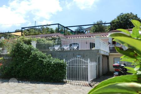 Houses for sale in Massa Lubrense. SORRENTO In stately park just built as part of the h[…]