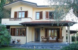 2 bedroom houses for sale in Lucca. Villa – Forte dei Marmi, Tuscany, Italy