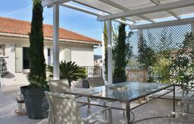 3 bedroom apartments for sale in Cannes. Cannes — Lower Croix des Gardes — Rooftop villa