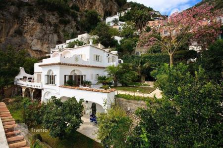 Luxury houses for sale in Positano. Luxury villa in Positano with garden