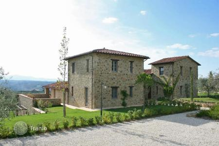 Houses for sale in Umbria. Portion of a newly built farmhouse for sale in Umbria