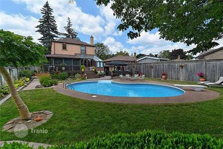 Houses with pools for sale in Toronto. Townhome - Toronto, Ontario, Canada