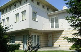Houses with pools for sale in Hungary. Townhome – District III (Óbuda-Békásmegyer), Budapest, Hungary