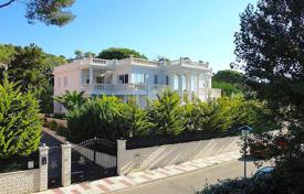 Luxury 5 bedroom houses for sale in Catalonia. Villa – Castell Platja d'Aro, Catalonia, Spain