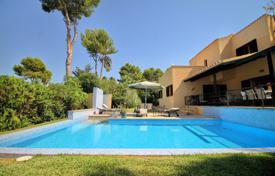 4 bedroom houses for sale in Balearic Islands. Spacious villa with a pool, a garage and sea views, Santa Ponsa, Spain