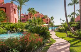 3 bedroom apartments for sale in Andalusia. Fantastic Seaside Ground Floor Apartment, Menara Beach, New Golden Mile, Estepona