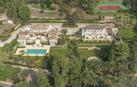 Property for sale in Mougins. Mougins — Two villas property