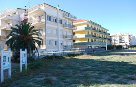 Property for sale in Abruzzo. Superb beachfront apartment near the town centre of Silvi Marina with views over golden sands to an azure sea