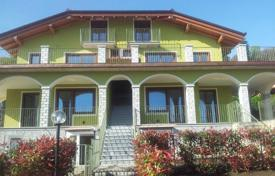 Property for sale in Baveno. Bright apartment with a terrace and lake views, Baveno, Piedmont, Italy
