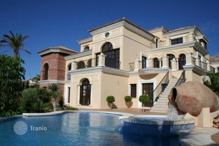 Luxury houses with pools for sale in Estepona. Villa – Estepona, Andalusia, Spain