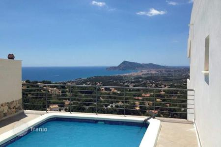 4 bedroom houses for sale in Altea Hills. Villa of 4 bedrooms with private pool, garden and sea-views in Altea