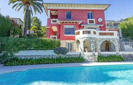 Luxury 3 bedroom houses for sale in Côte d'Azur (French Riviera). Panoramic sea view over Villefranche Bay
