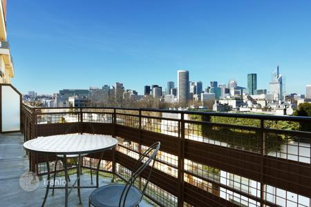 Luxury 2 bedroom apartments for sale overseas. Neuilly-sur-Seine. Enjoying superb open views. Saint James