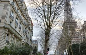 Paris 7th District – An elegant family apartment in a prime location for 5,700,000 €