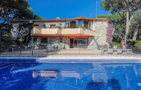Houses with pools for sale in Cabrils. Villa with sea views in Cabrils