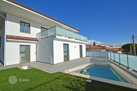 Houses with pools for sale in Roquebrune - Cap Martin. Modern villa with sea views in Roquebrune-Cap-Martin