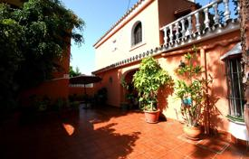 Coastal property for sale in Marbella. Cozy villa with a private garden, a garage, a barbecue and terraces, Marbella, Spain