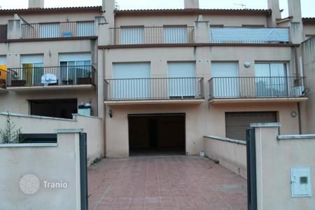 Cheap 4 bedroom houses for sale in Catalonia. Villa - Olivella, Catalonia, Spain