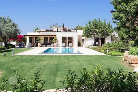 Property for sale in Kouklia. Luxury 4 bedroom villa with annex in exclusive resort – Aphrodite Hills